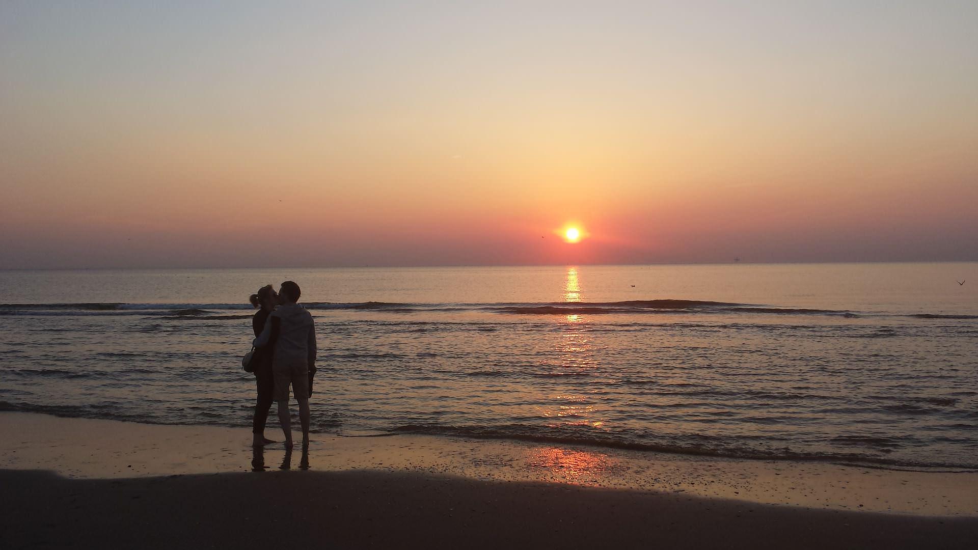coppia al tramonto alba adriatica